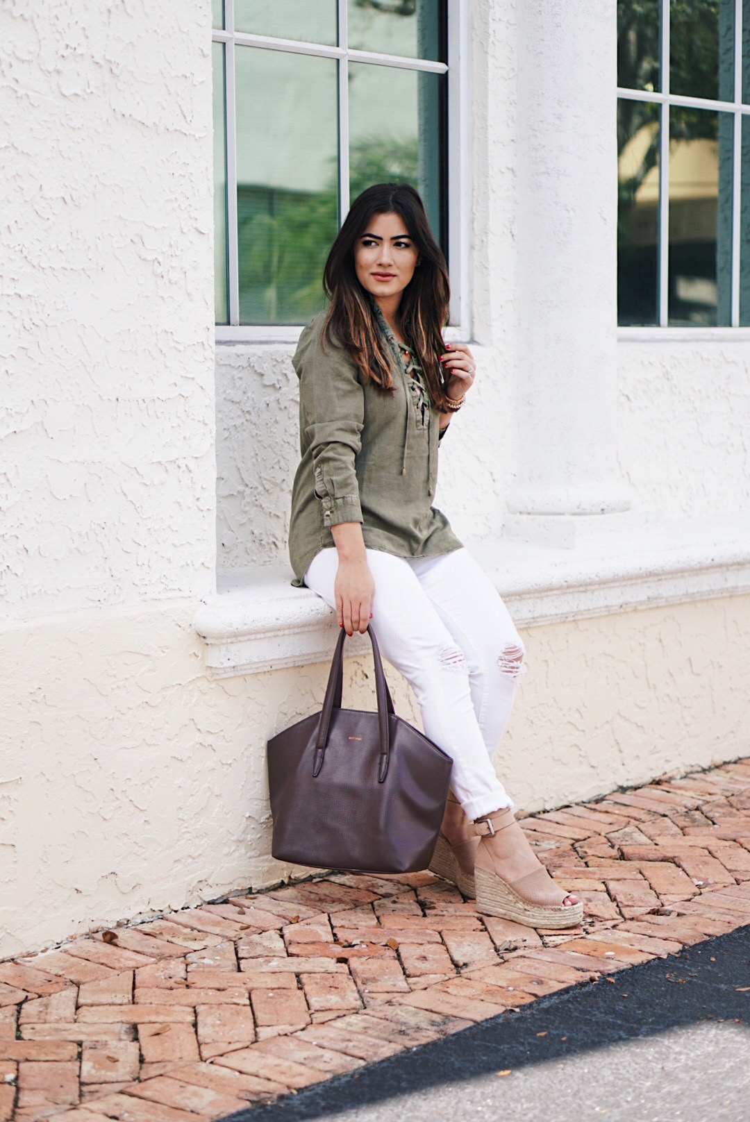 Spring Weekend Outfit With Neutral Colors