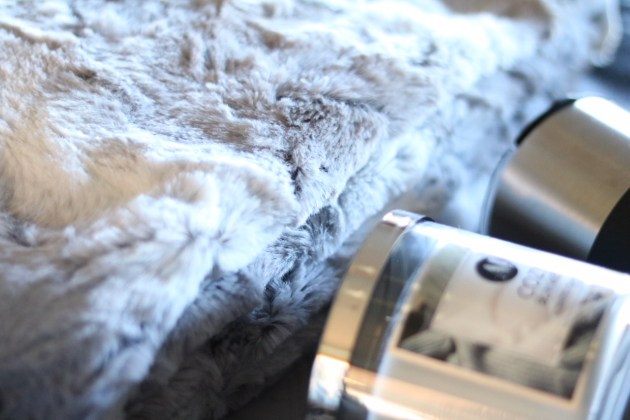 Gift Guide For The Cozy Mom - NorthCrest Faux Fur Throw