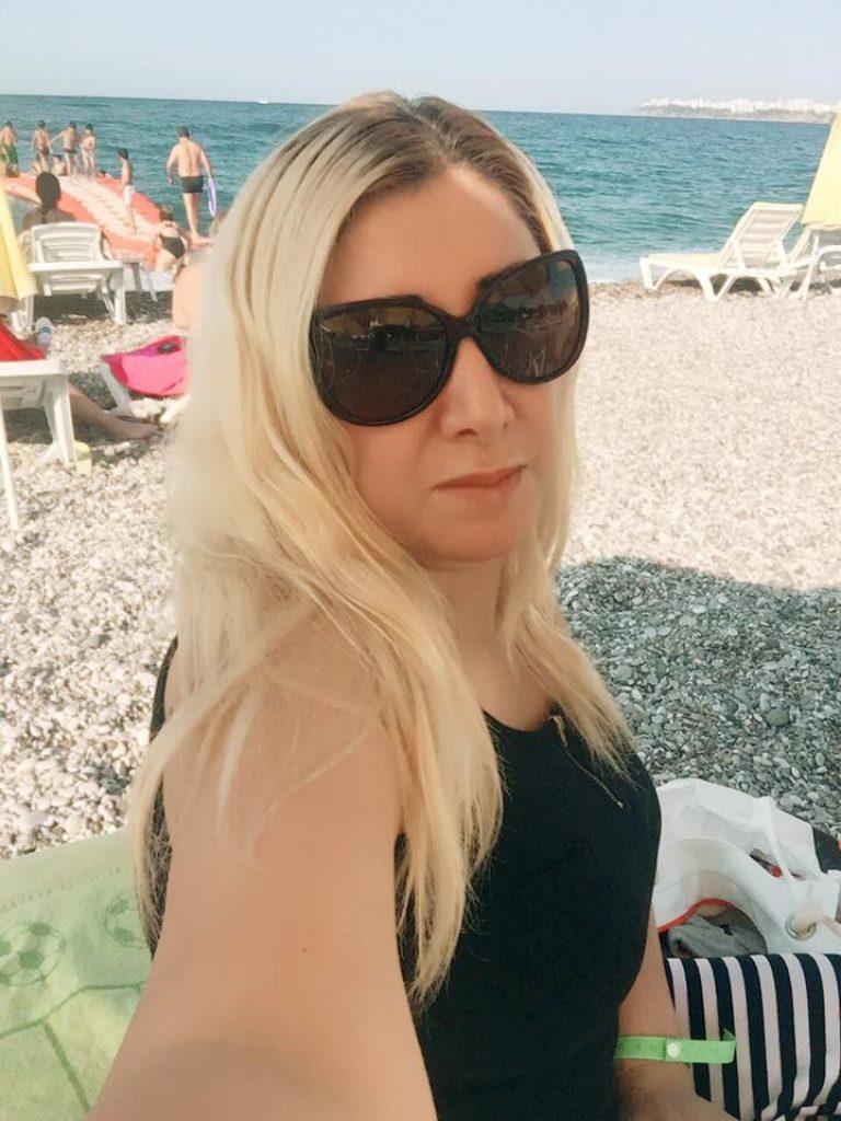 Rich Sugar Mummy In USA, Brenda Wants To Meet You