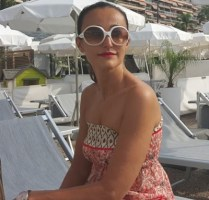 Rich Sugar Mommy In Switzerland Available Chatting Now