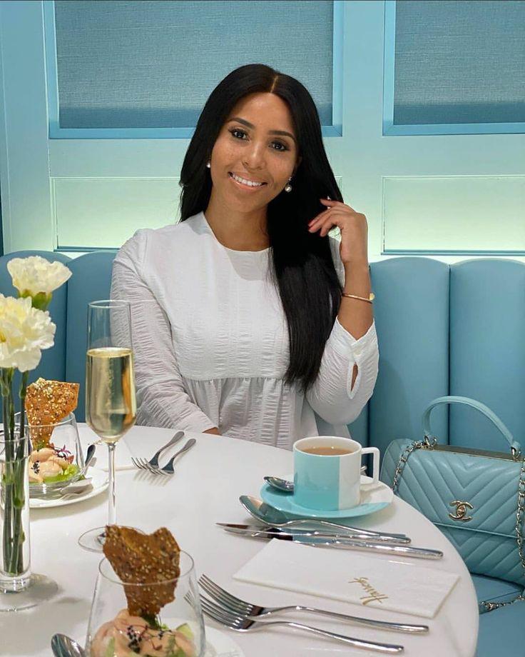 Rich Sugar Mummy In Dubai Wants To Credit Your Account