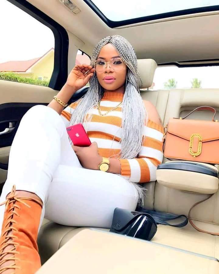 Rich Sugar Mummy Wants You To Join Her On WhatsApp Now