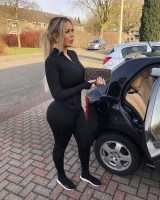 Rich Sugar Mommy Jessica Wants To Add You On WhatsApp – Drop Your Number