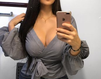Rich Sugar Mummy In USA Ready To Chat With You On WhatsApp