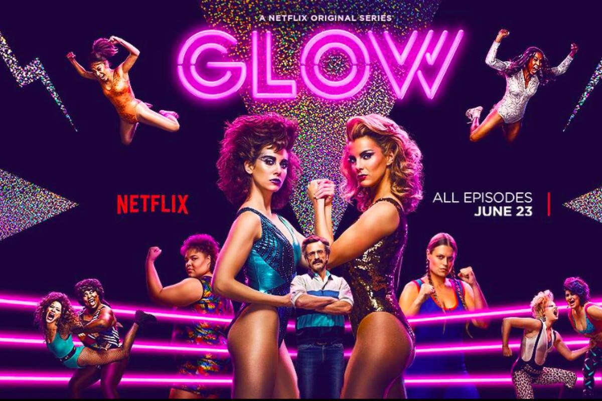 Glow, la recensione di Matteo Marchisio della celebrata serie Netflix ambientata nel mondo del Wrestling femminile.