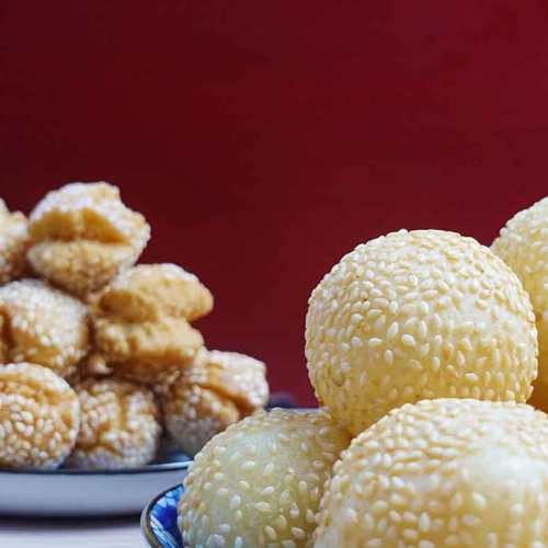 Sesame balls and cookies