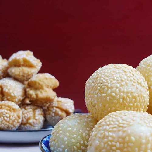 Sesame balls and cookies