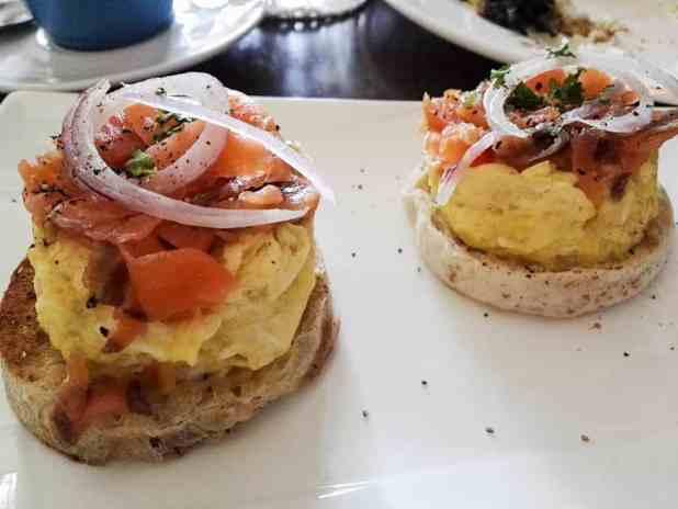 casadoscirca-breakfast