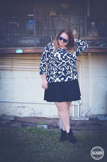 monochrome mid-season outfit plus size-4