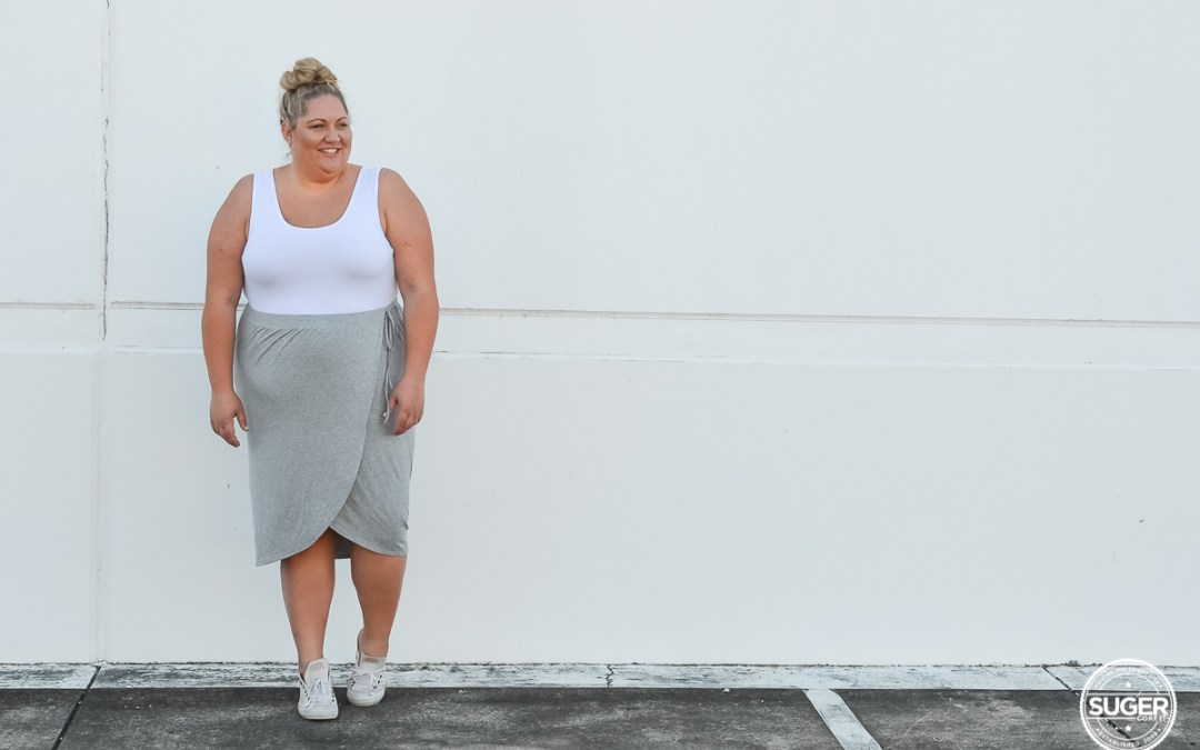 plus size blogger asos curve drape skirt tank top sneakers casual outfit