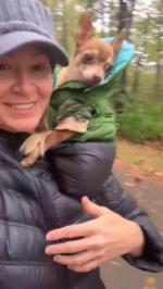 【犬猫動物動画まとめ】Woman Places Dog Inside Her Hoodie While Going For Walk