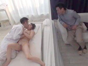 寝取られ願望な夫に騙され連れてこられたマッサージ店で中出しNTRされる巨乳素人妻!