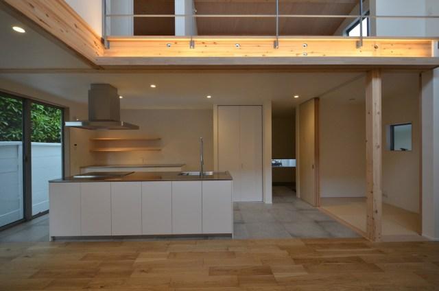 30坪の家のシンプルなキッチンの画像