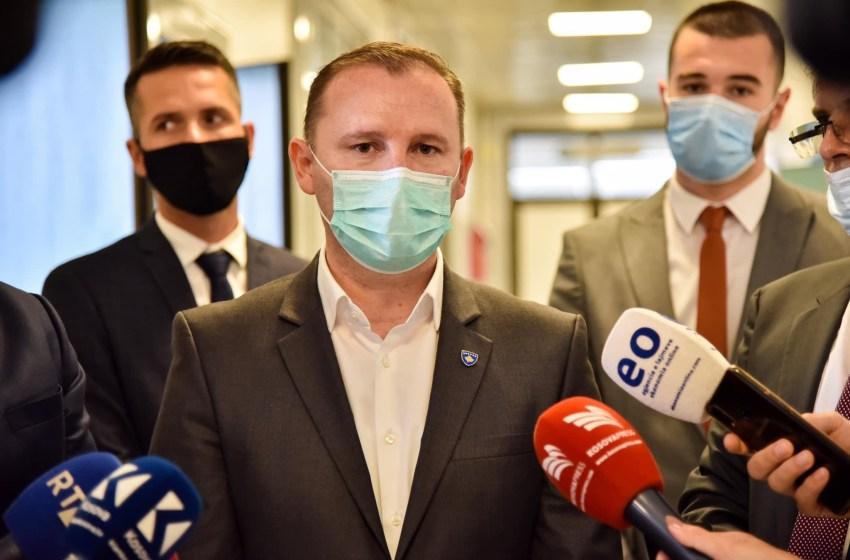 Ministri Zemaj ka një lajm të mirë për punëtorët shëndetsorë