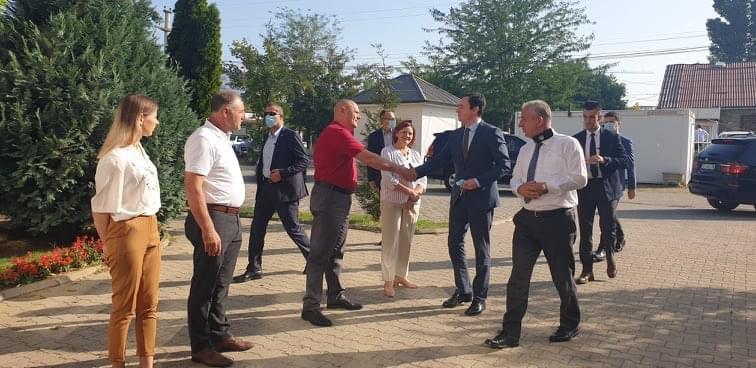 Kryeministri Kurti, pas shpërthimit të zjarreve, viziton Komunën e Suharekës
