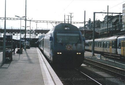 CH - CFF Re 460 My Switzerland en gare de Neuchâtel