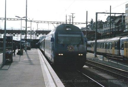 CH - CFF Re 460 My Switzerland en gare de Neuchâtel
