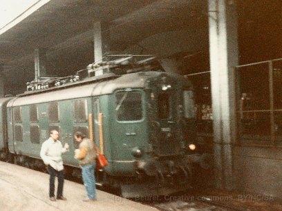 CH - CFF Re 4/4 I à Lausanne sur la voie 70 avec un train pour la vallée de la Broye