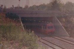 CH - CFF, rame swiss-express navette sortant de la gare de Genève-Aéroport à l'occasion des portes ouvertes pour l'inauguration de la nouvelle gare le 30.05.1987 (scan de négatif)