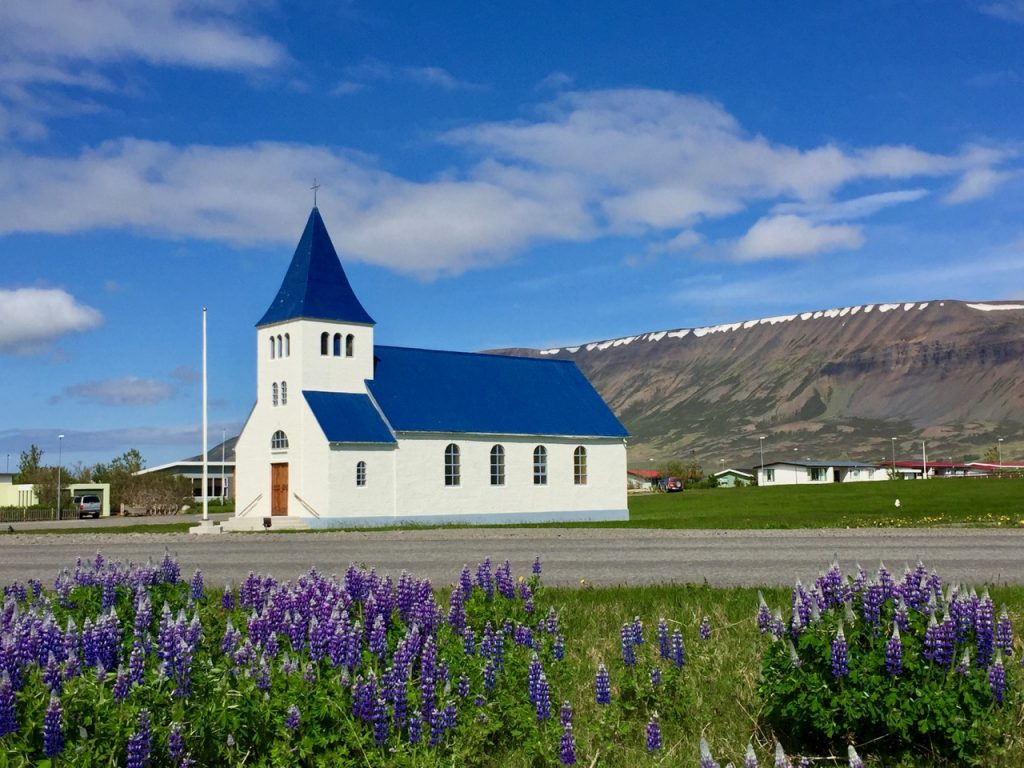 Iceland road trip: the very pretty church in Hofsos in North Iceland.