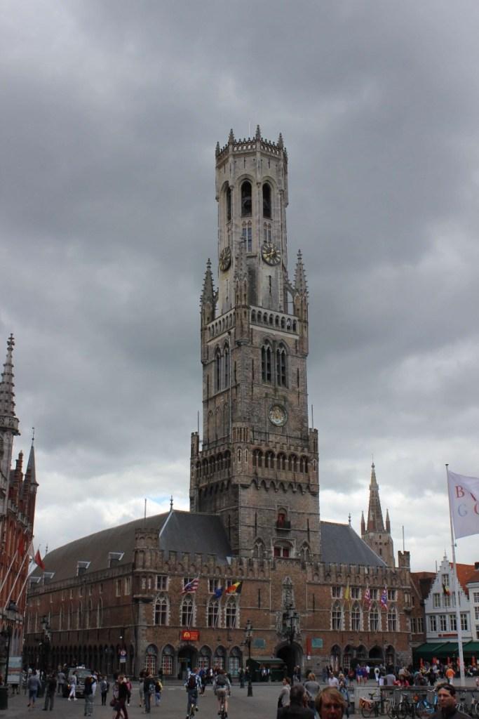 Suitcase Six TOWER-683x1024 3 Days in Belgium