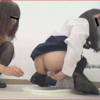 女の子の検便☆ウンコに検便棒をさすJK女子校生♪