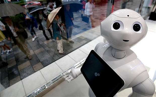 Kurang Senang, Pria Mabuk Ini Tendang Robot Pembaca Emosi Milik SoftBank