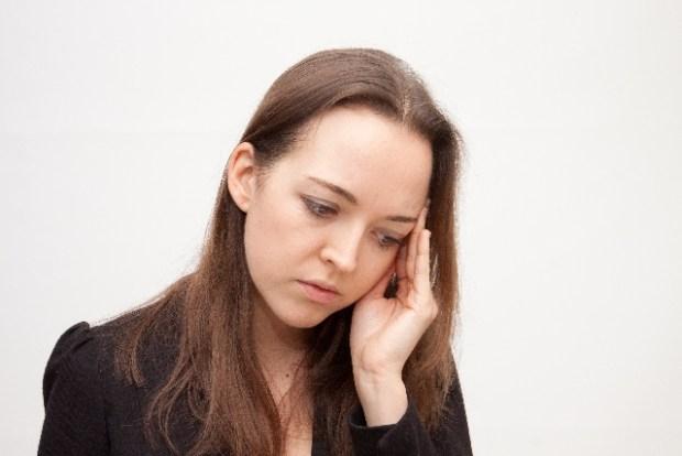 こめかみにしこりが!原因は?痛い、痛くない場合は何が考えられる?