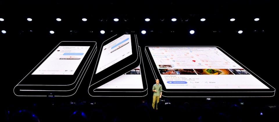 SAMSUNG 摺疊螢幕