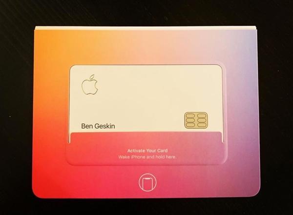 Apple Card 盒裝