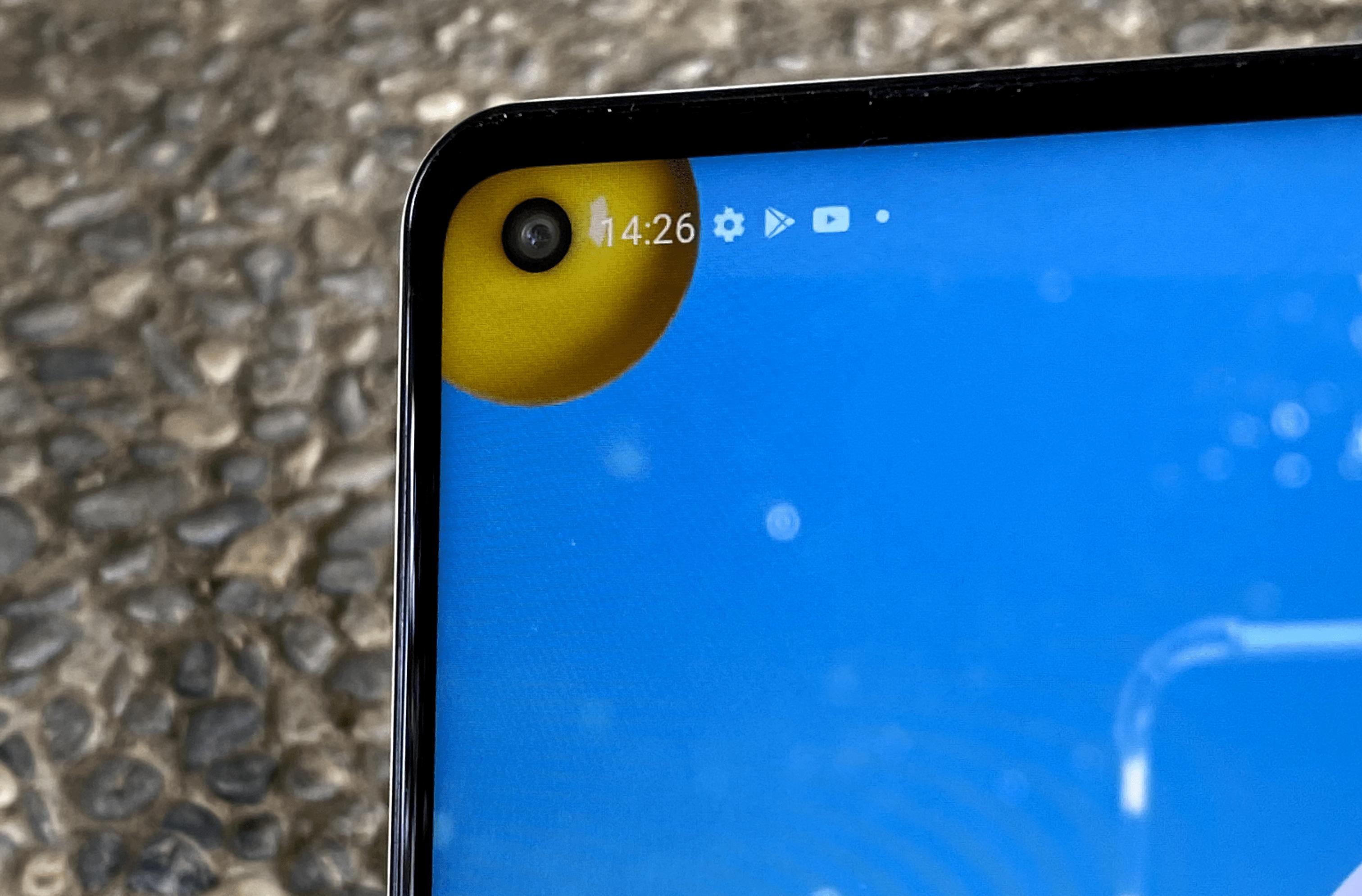 Infinity-O 極限設計 自拍鏡頭在螢幕左上角挖孔設計