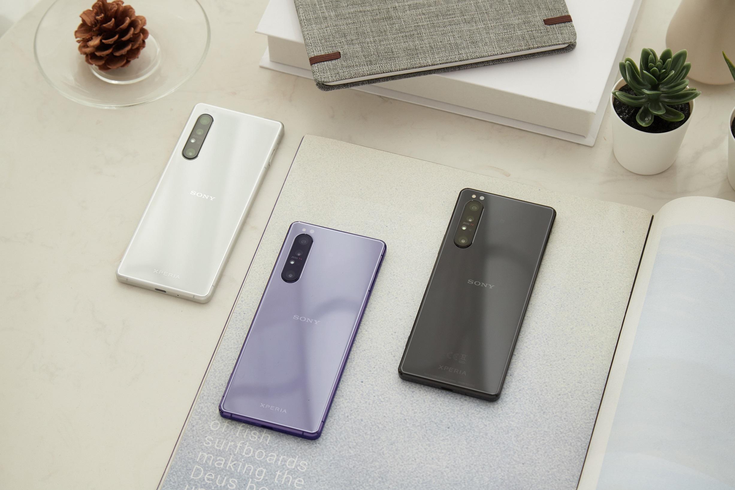 Xperia 1 II 首款推出耀黑、羽白、鏡紫三款質感手機顏色選擇