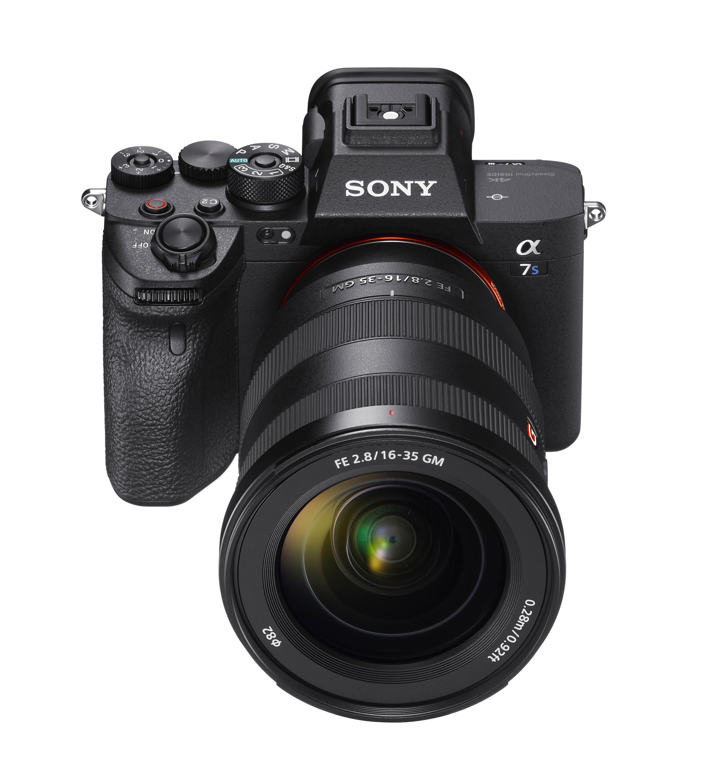 1) Sony 全新 α7S III 載具備超高感光度與15級動態範圍的全新1,210萬畫素背照式全片幅感光元件,支援包含:4K 120p、10-bit 等多項極致錄影性能。