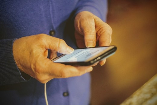 傑昇通信建議選購手機時,在下載App與連接網路,都應提高警覺
