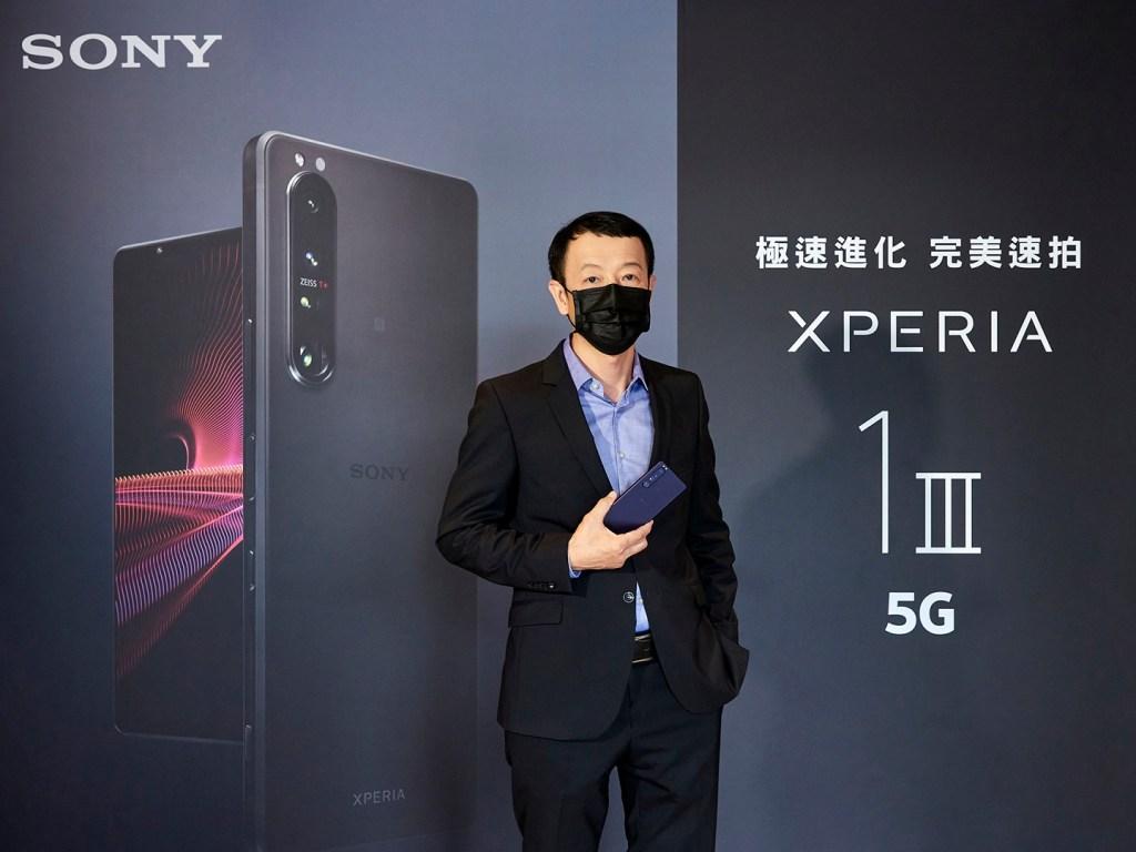 Sony Mobile台灣區總經理林志遠宣布大師級5G旗艦手機Xperia 1 III在台上市,將攜手電信及網購業者,即日起開放預購