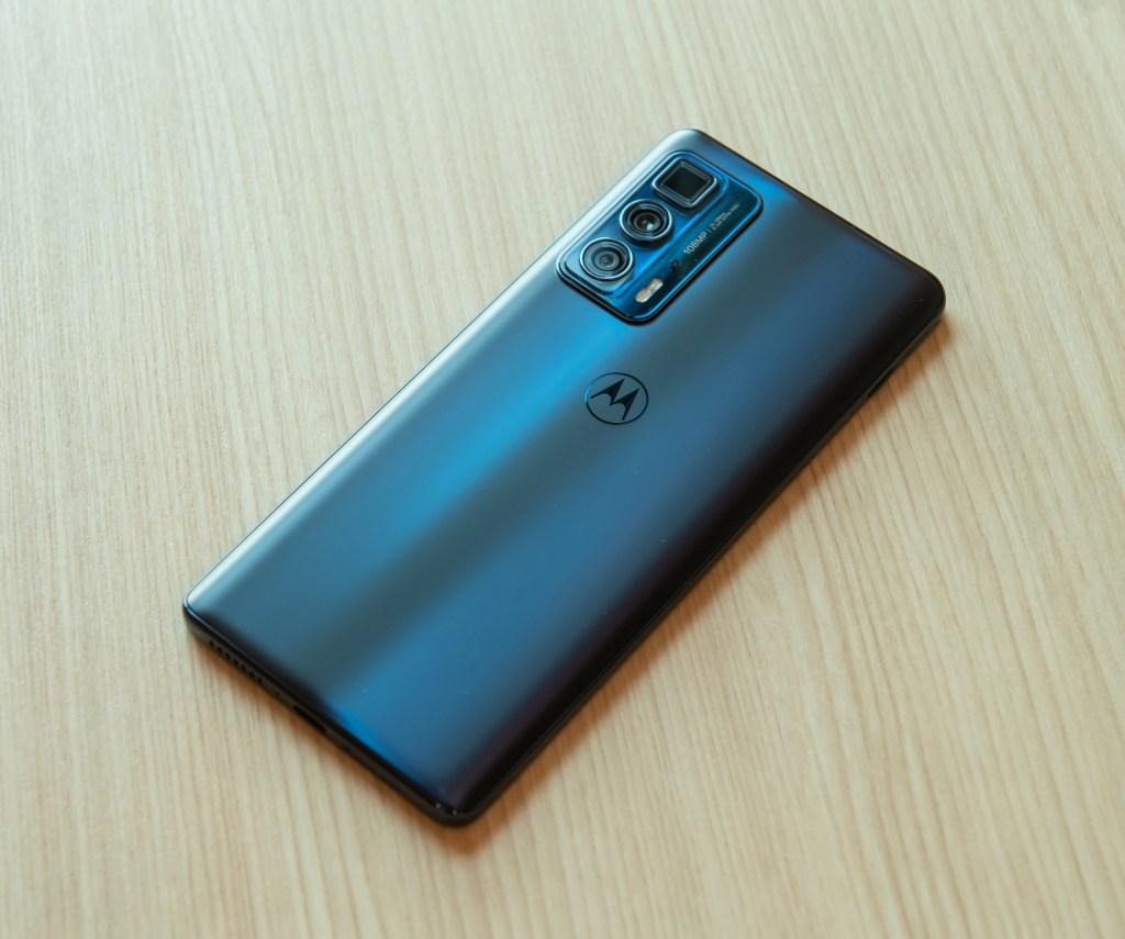 Motorola-edge-20-pro將10月上旬於指定通路開賣12GB256GB版本,建議售價NT17990元。
