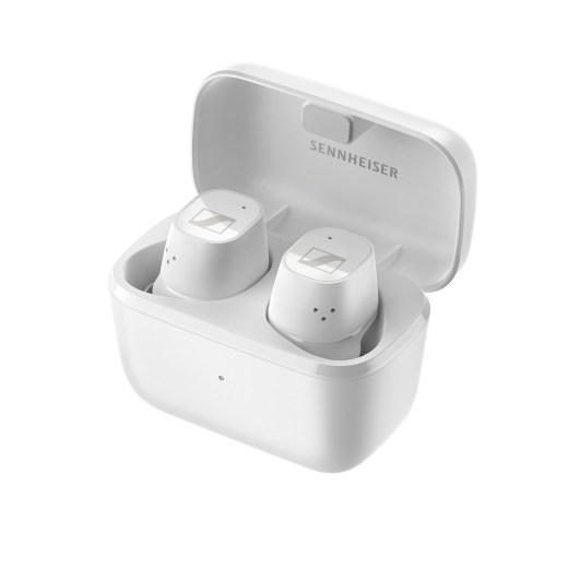 CX Plus True Wireless配備可自主掌握的輕觸式控制功能,配合便攜式充電盒,播放時間長達24小時