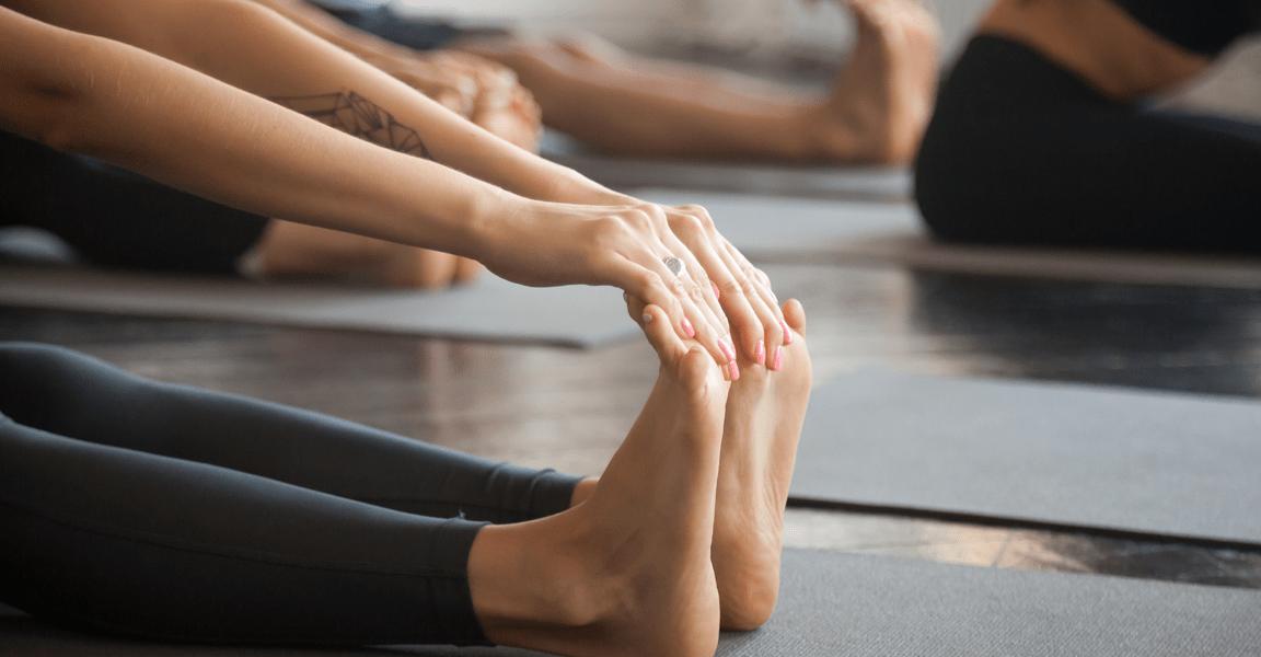 Beweglichkeit verbessern, sitzende Vorbeuge Yoga
