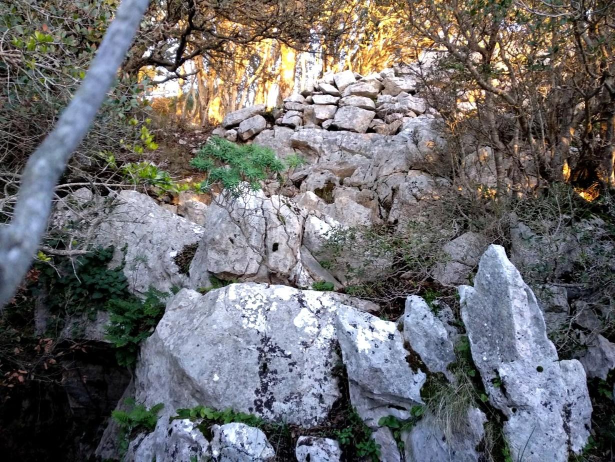 Un tratto del muro di Sa Cotti de Su Estiu (foto Stefano Atzeni)