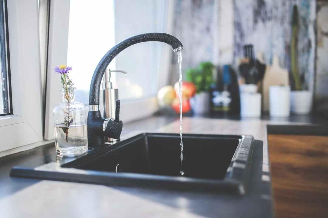 water-kitchen-black-design