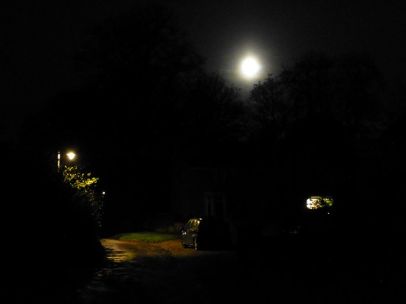 super-moon-over-little-street-tonight-02