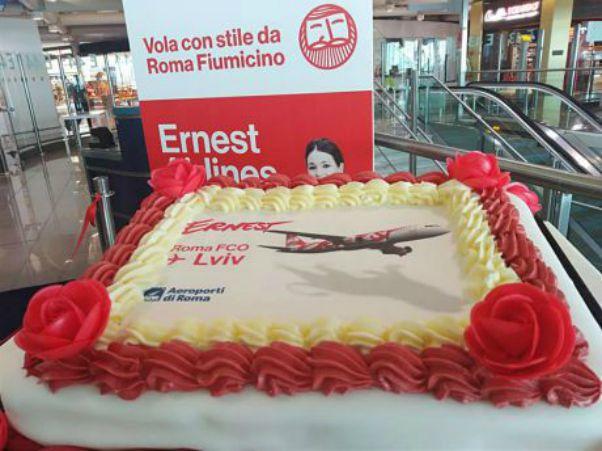 La torta inaugurale del volo Roma Leopoli