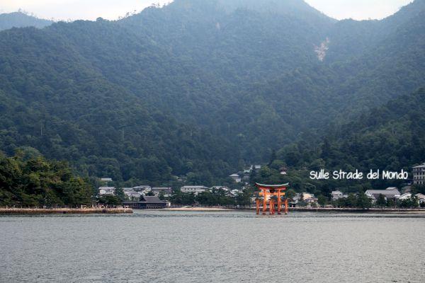 Miyajima vista dal traghetto JR