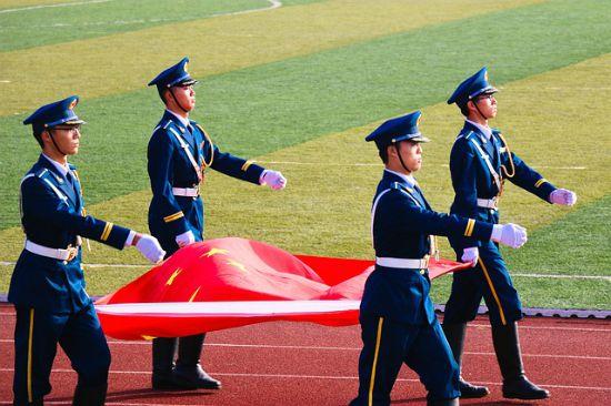 bandiera cinese soldati