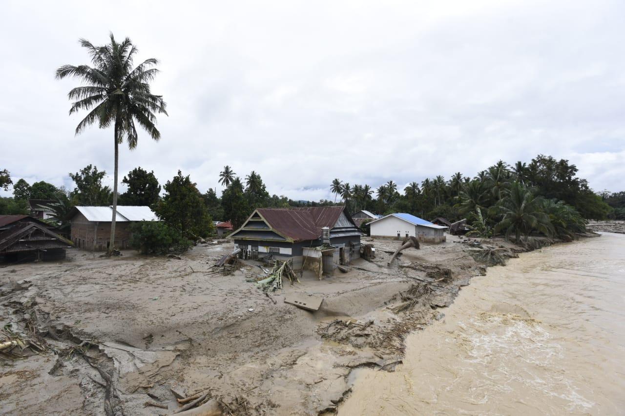 Banjir bandang di Luwu Utara