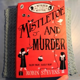 Mistletoe and Murder. Robin Stevens.