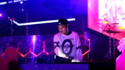 Nikmati Nostalgia Lagu 90an Sambil Diiringi DJ Ichal G-Remix