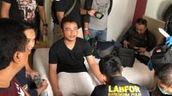Dijadikan Tersangka, HS Mengaku Bunuh Satu Keluarga di Bekasi Pakai Linggis (foto: Detiknews)