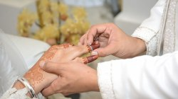 Pernikahan terpaut beda usia Ilustrasi foto : buddhazine.com
