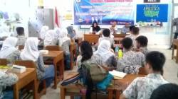 Suasana sosialisasi KPU Sultra di SMAN 4 Kendari, Rabu (6/2/2019). (Foto: Humas KPU Sultra).